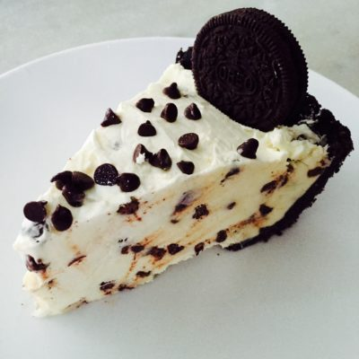 Mint Chocolate Chip Oreo Cheesecake Pie!