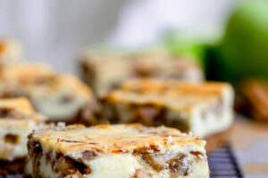Chai Apple Pie Cheesecake Bars